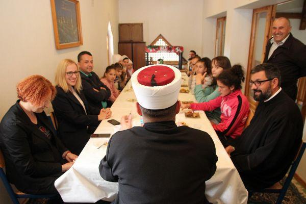 TRNOVO: Druženje započeto farbanjem i ukrašavanjem jaja za Vaskrs djeca zajedno nastavila za Bajram uz baklave, ružice i sokove